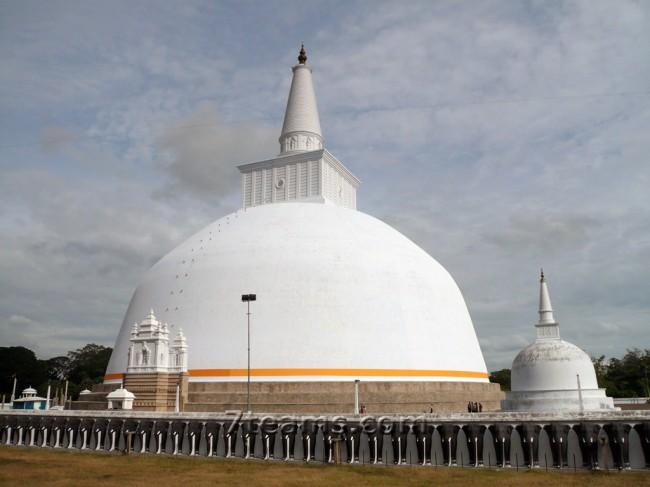Анурадхапура – древнейшая столица буддизма