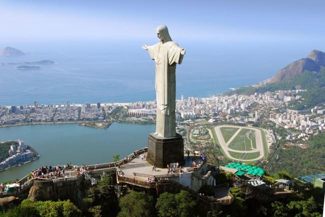 Бразилиа – город c очертаниями самолета